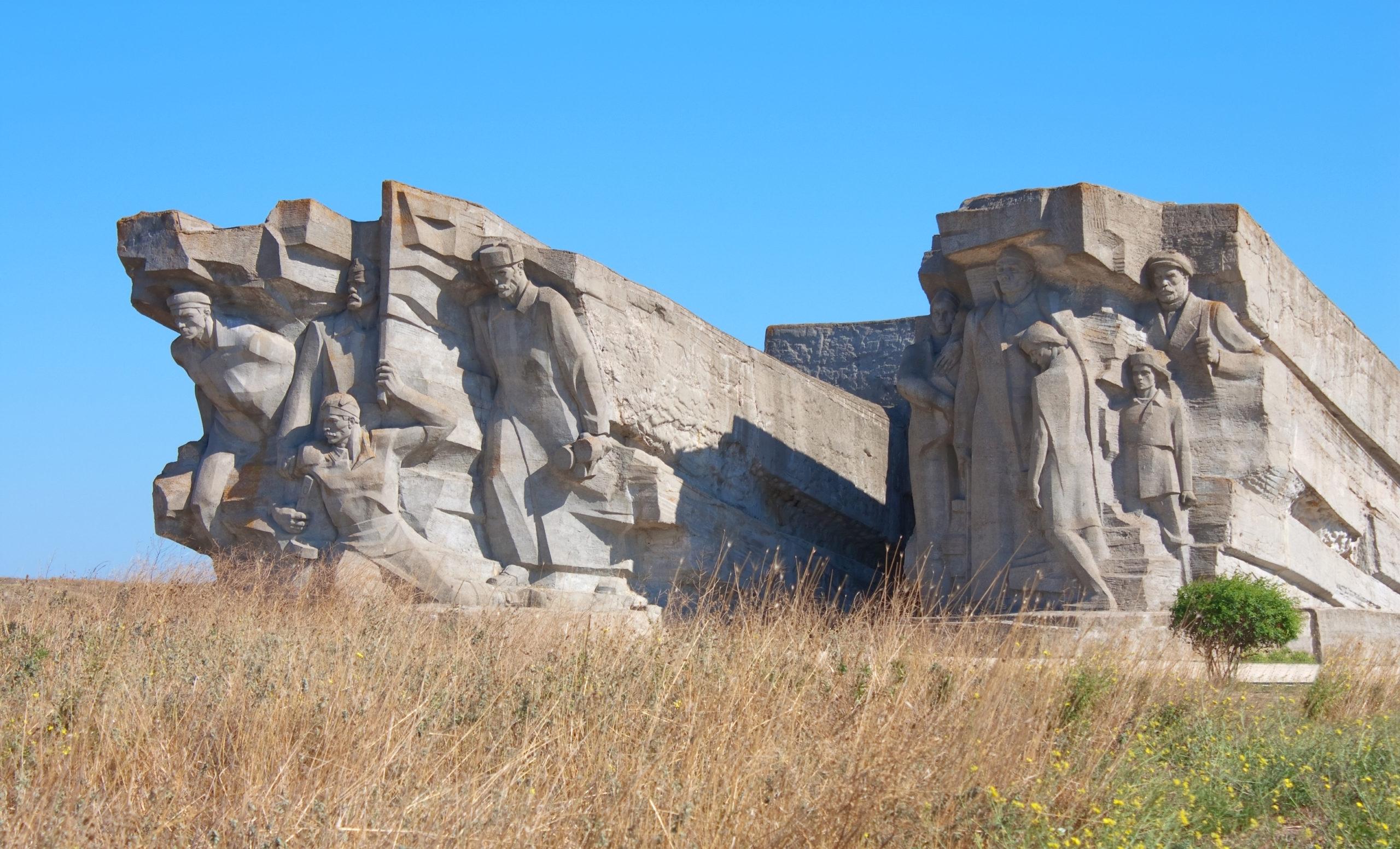 Картинки по запросу Аджимушкайские каменоломни