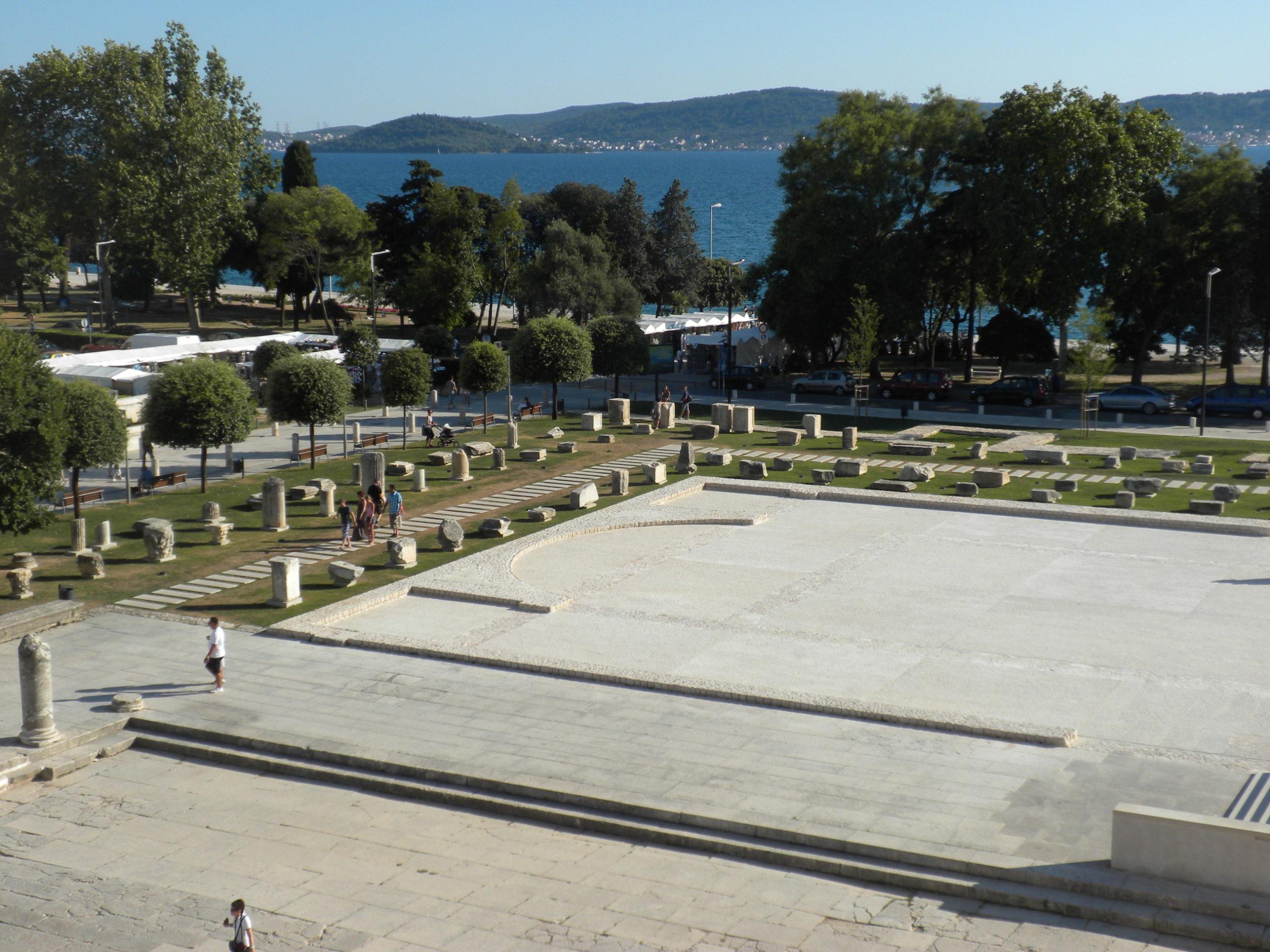 Руинами древнего римского Форума знаменит хорватский город Задар