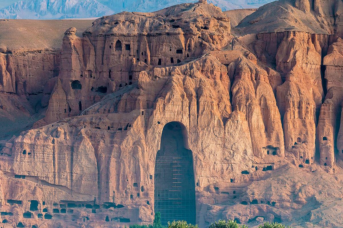 Места некогда вырубленных в скале статуй Будды