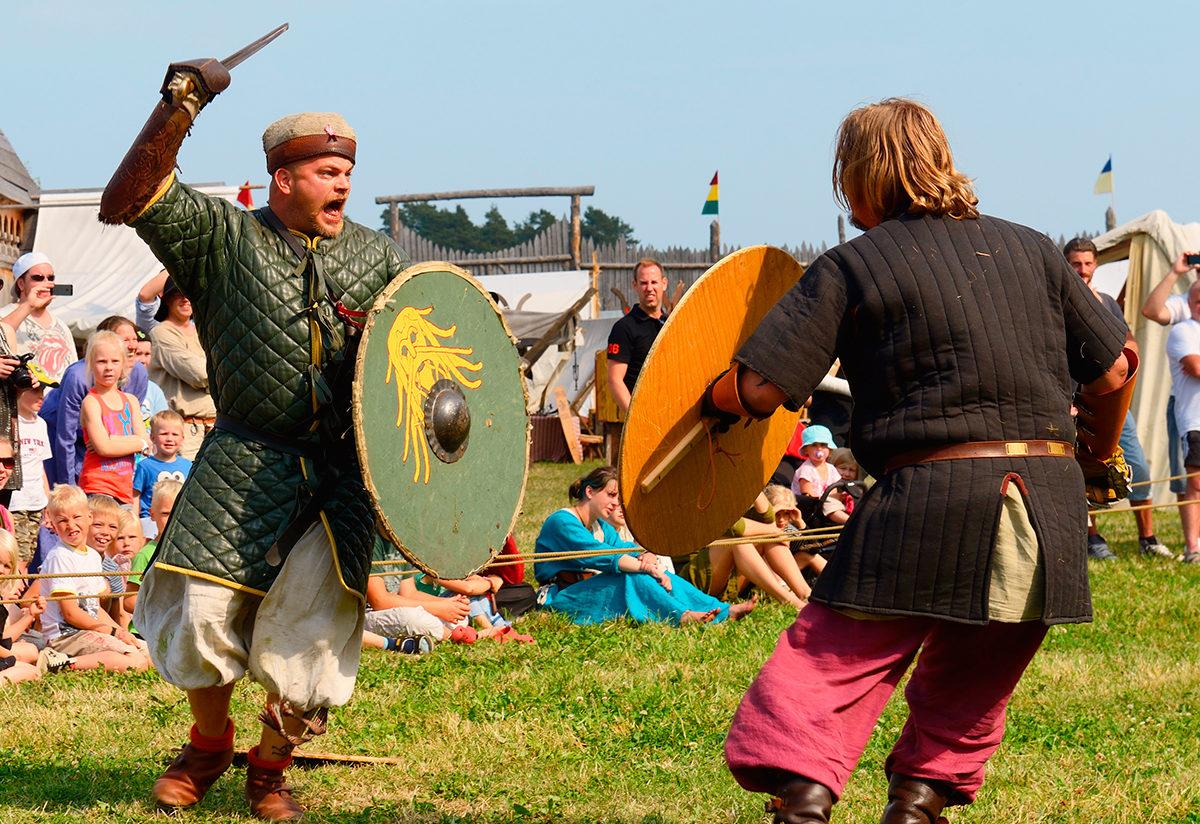 Театрализованная постановка на ярмарке викингов