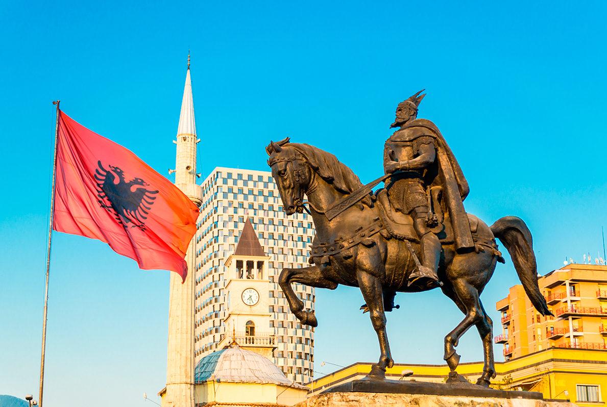 Памятник Скандербегу, Тирана
