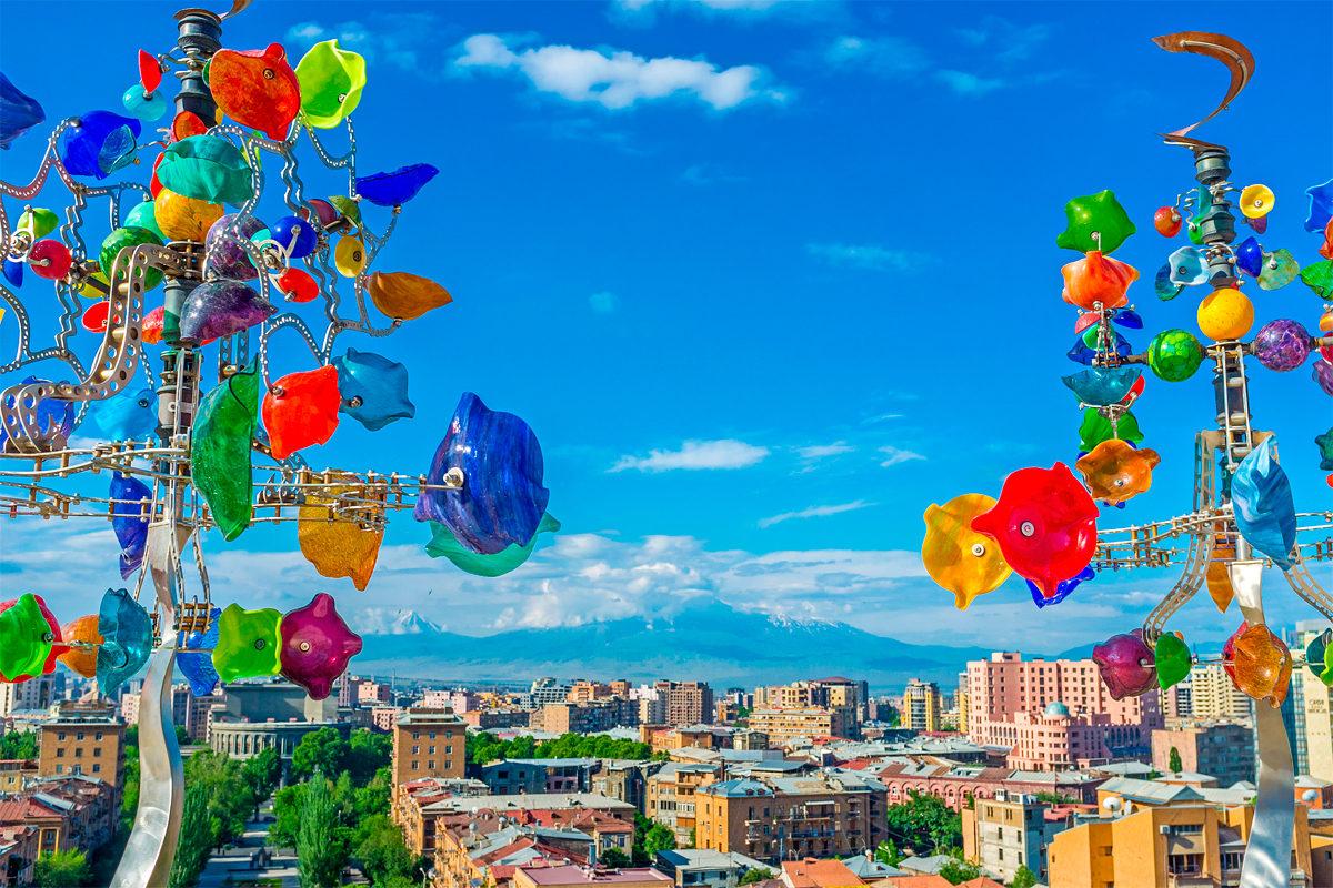Цветные флюгеры с панорамой на Ереван