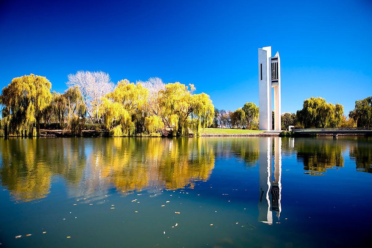 Национальный карильон на берегу озера Берли-Гриффин