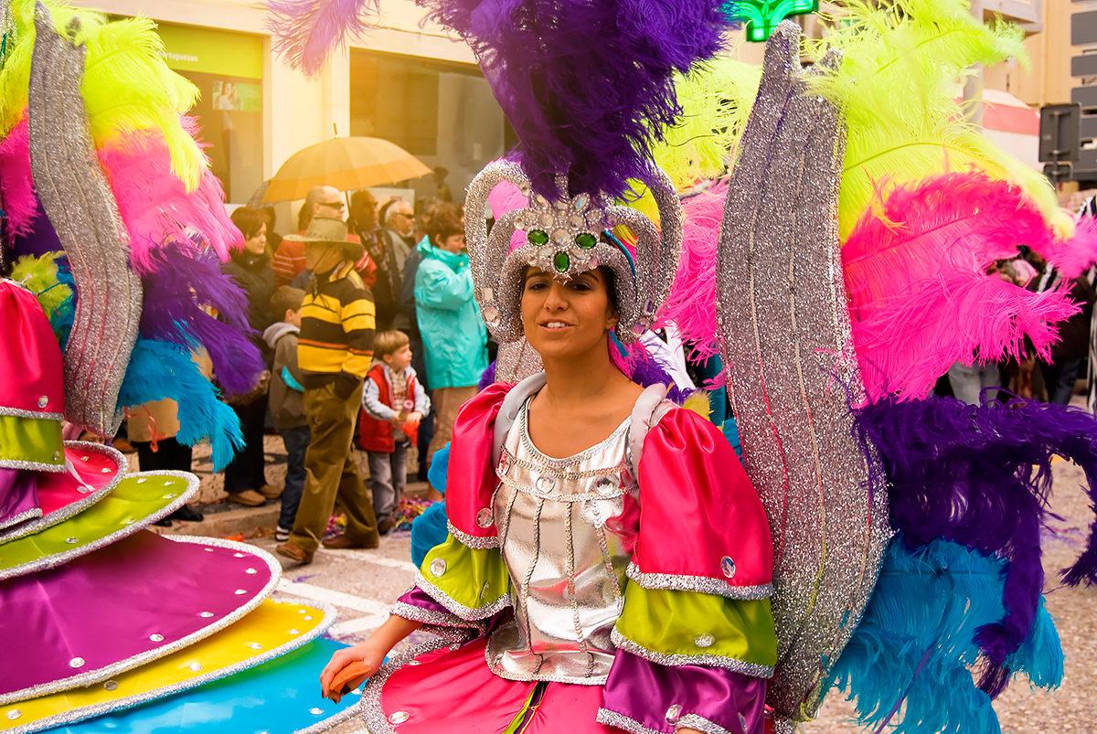 Красочные карнавальные шествия