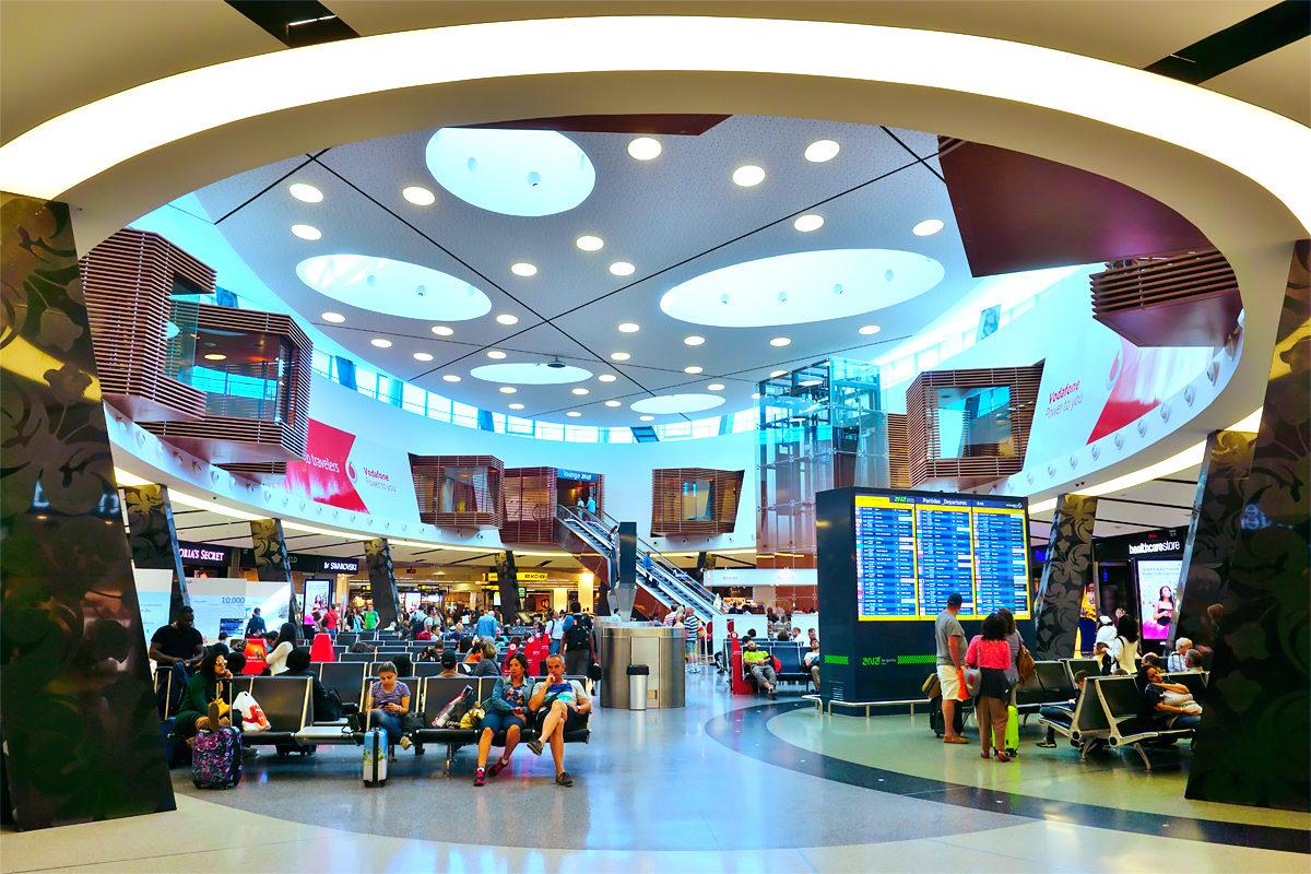 Один из залов аэропорта, Лиссабон