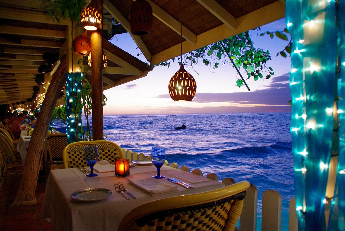 Уютный ресторан на берегу