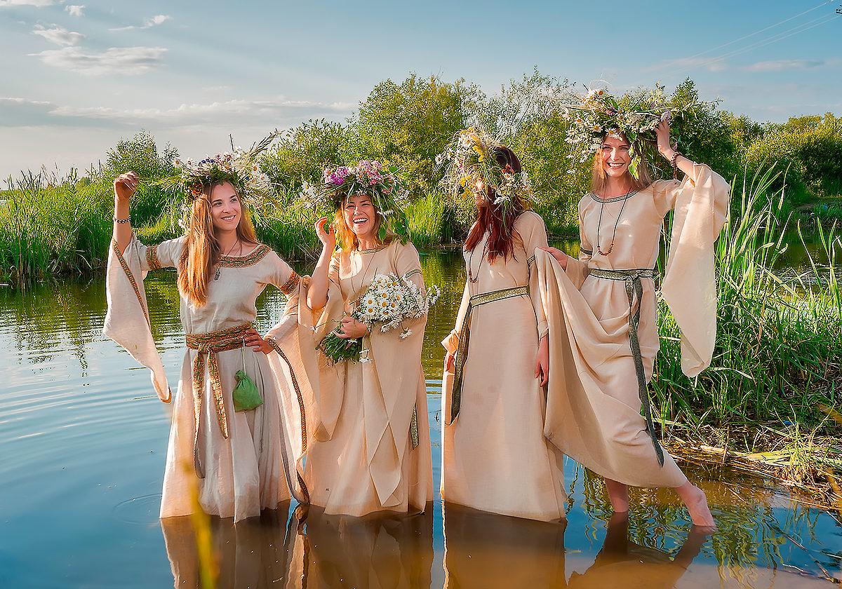 Девушки на Ивана Купала