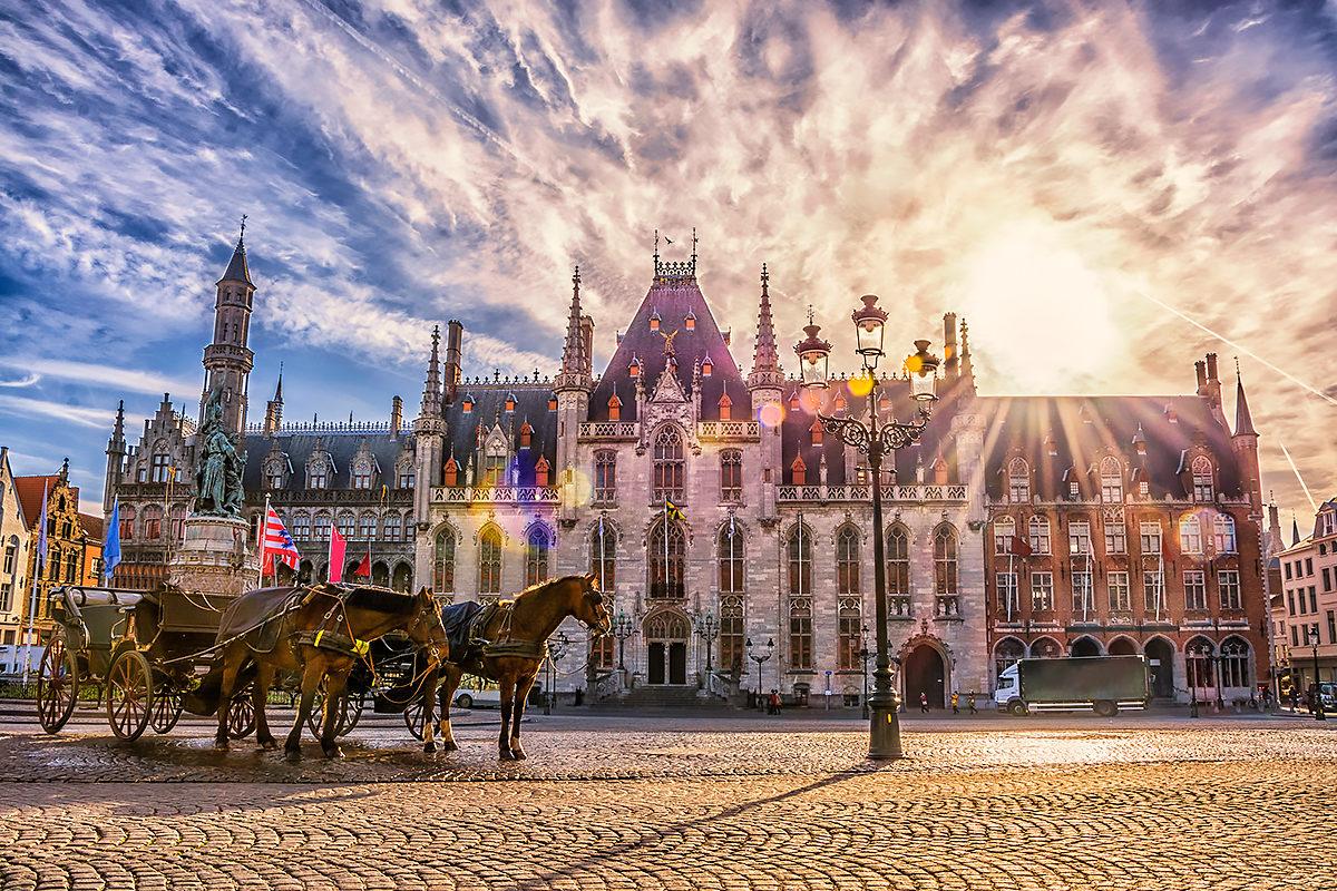 Конный экипаж перед зданием Провинциального суда, Брюгге