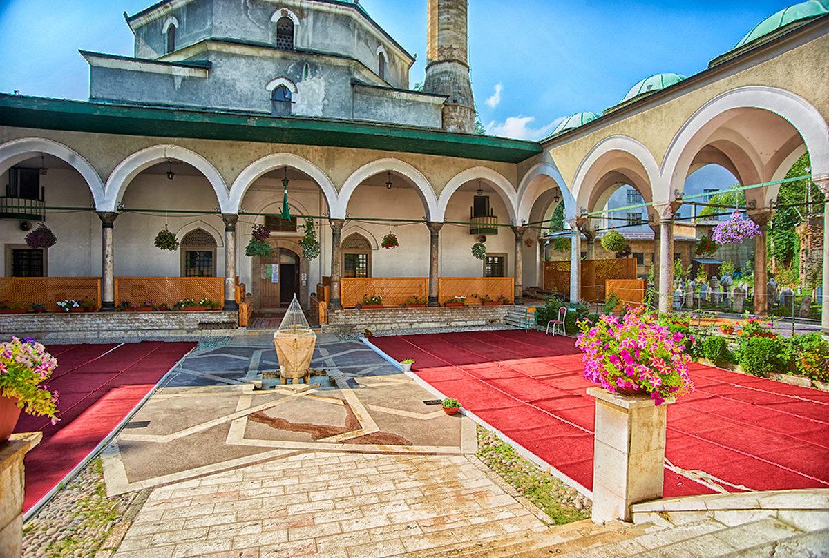 Двор мечети Царева-Джамия, Сараево