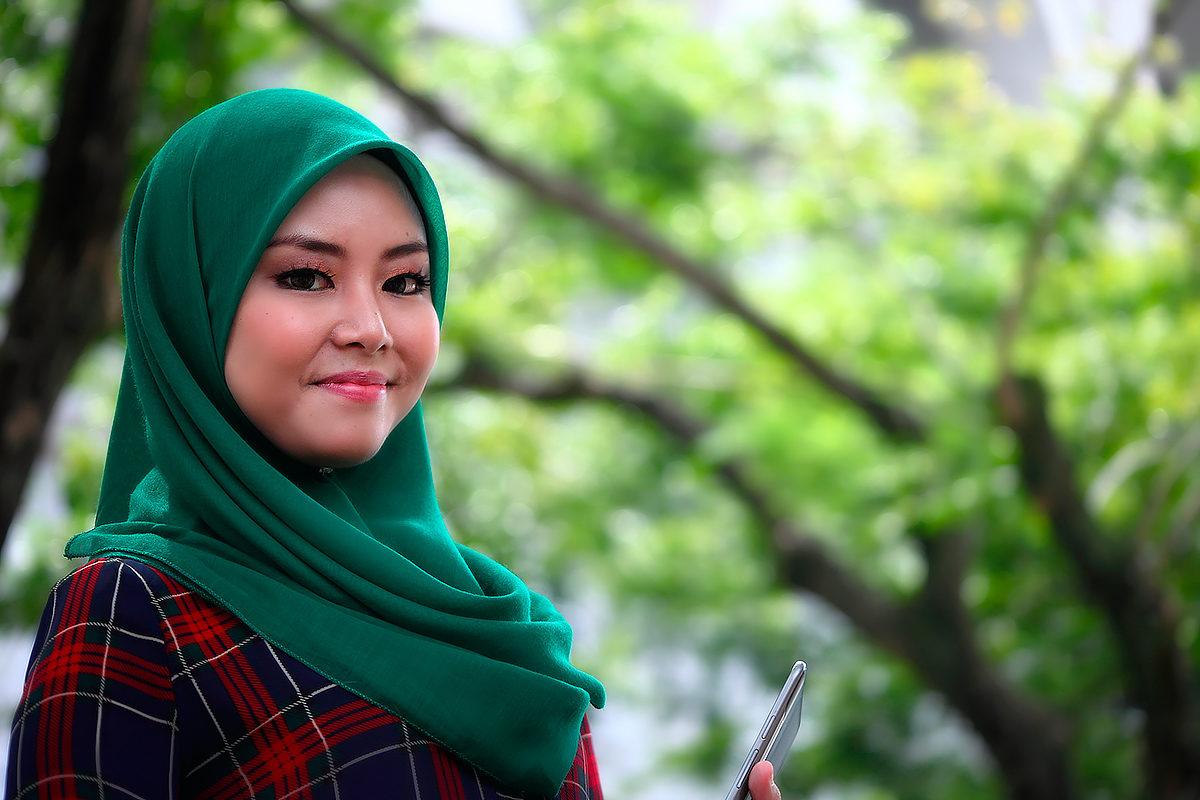 Типичная брунейка - мусульманка