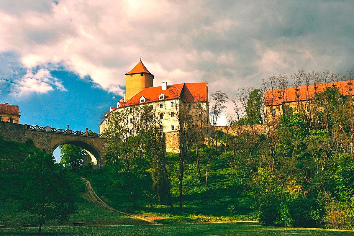 Замок Вевержи-средневековый памятник архитектуры