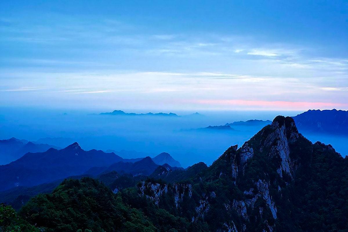 Горные вершины спят во тьме ночной, горы Байюньшань