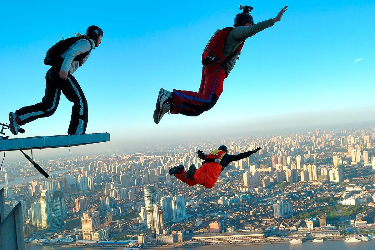 На лифте вверх, с парашютом вниз!