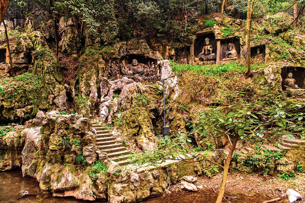 Скальные рельефы божеств, Храм Прибежища Души