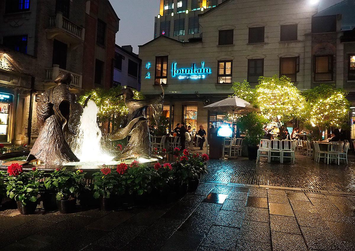 Торгово-развлекательный район Синьтяньди, один из переулков