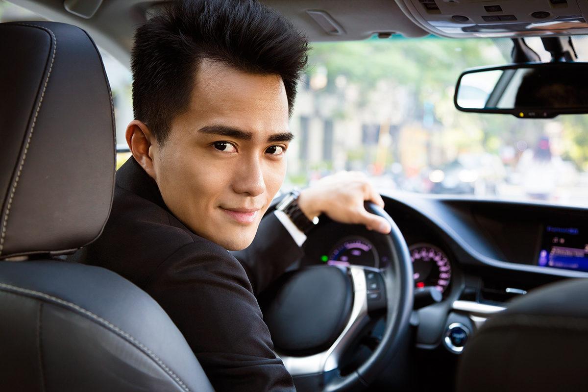 Прокат автомобиля с водителем