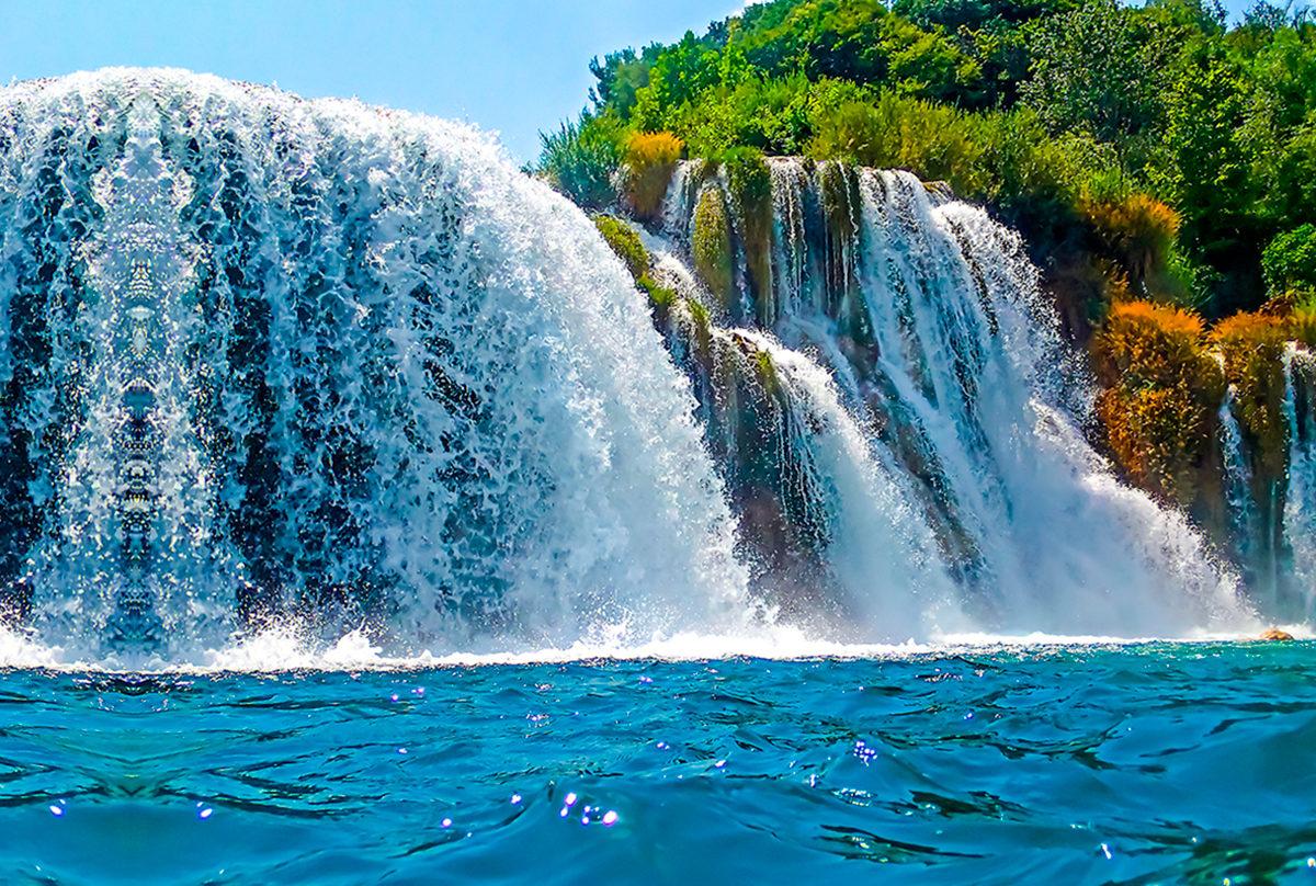 Воды водопада