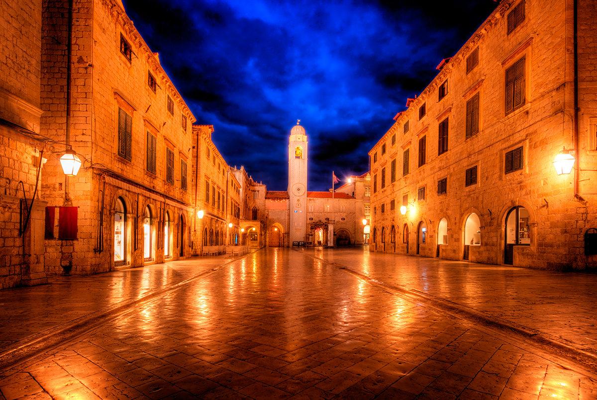 Центральная часть города в ночных огнях, Дубровник