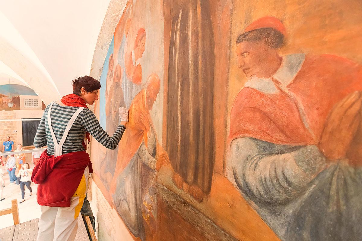 Посетители могут ознакомитсья с процессом реставрации, Дубровник