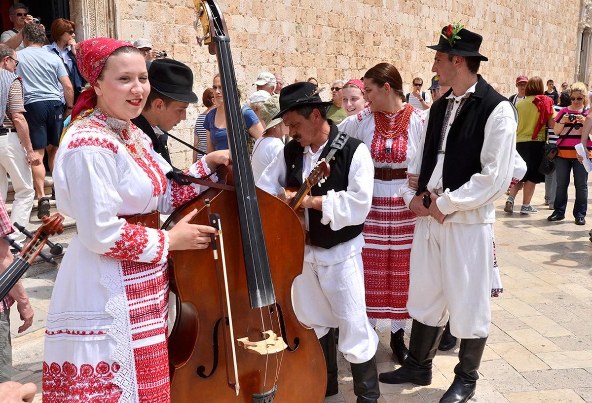 Музыканты в традиционных костюмах, Дубровник
