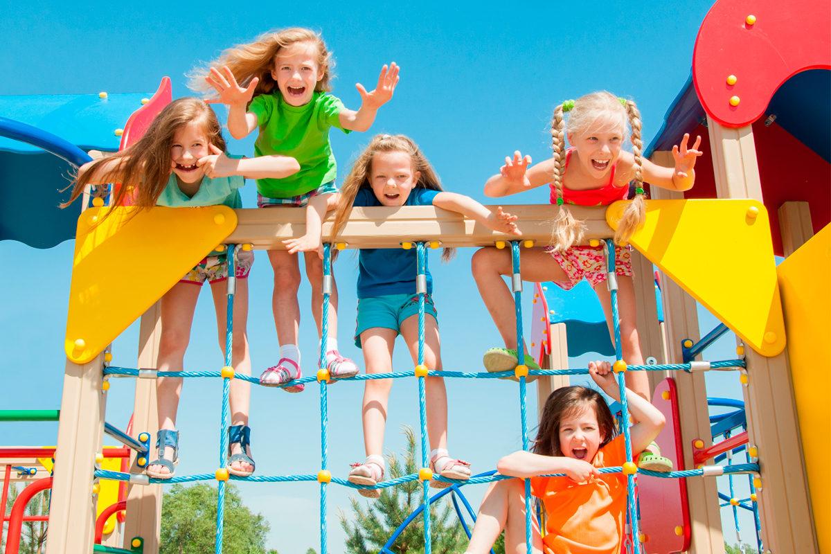 Веселье на детской площадке