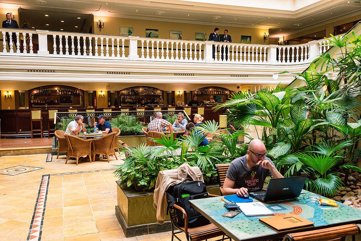 Холл одного из отелей Гаваны