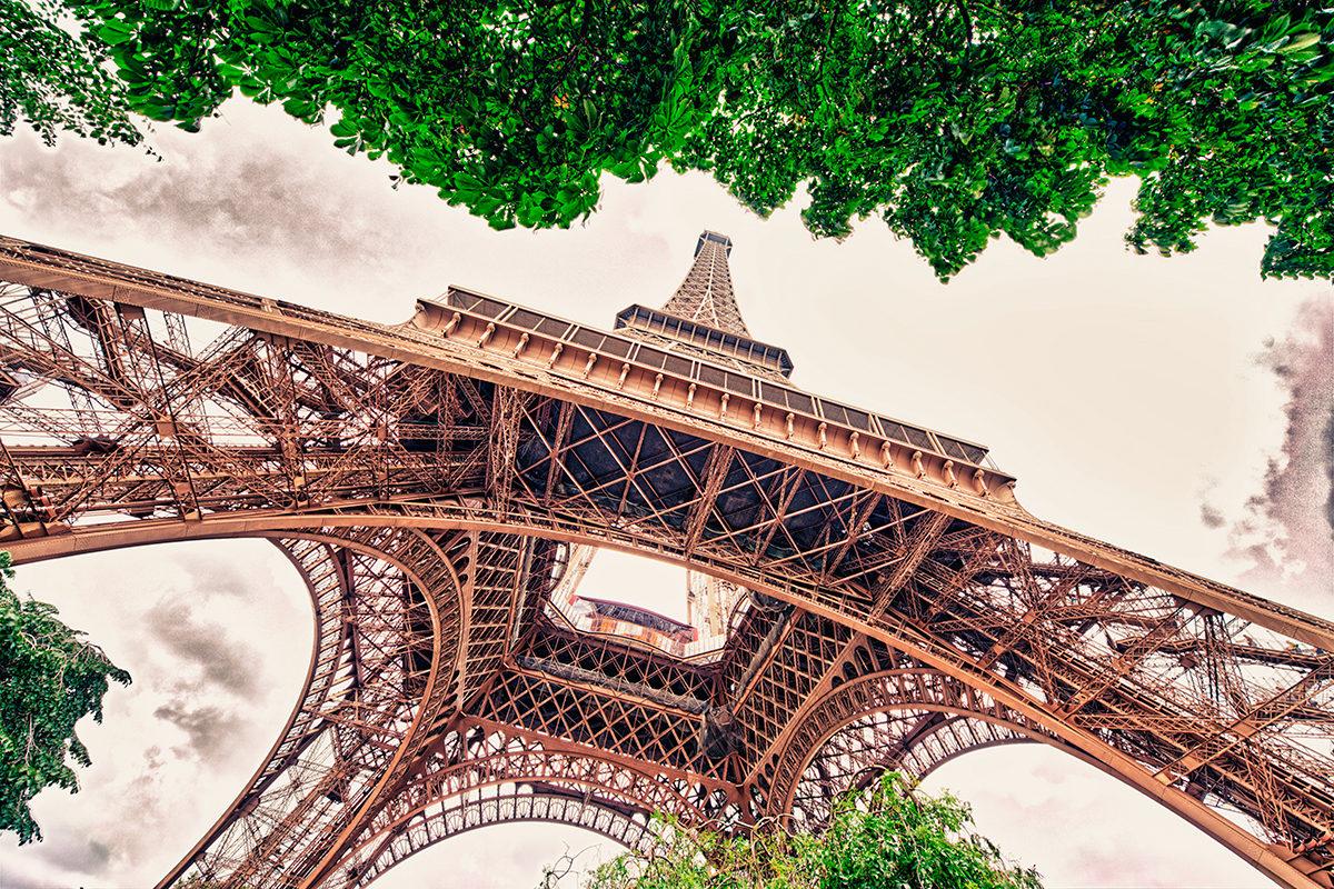 Один из ракурсов Эйфелевой башни