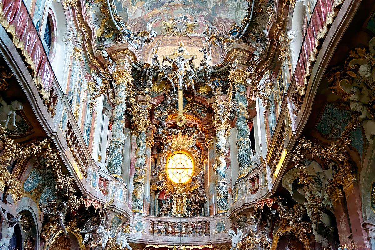 Интерьер Церкви св. Иоанна Непомука