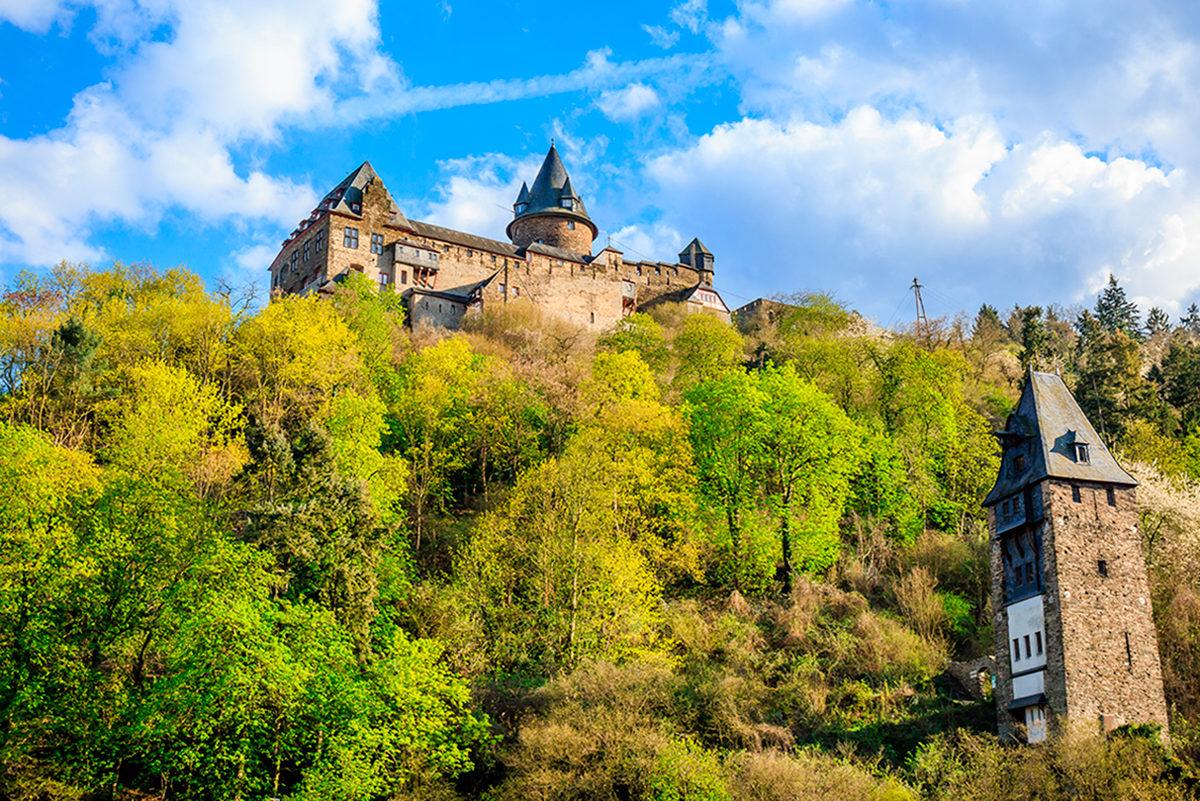 Замок Штальэк на холме