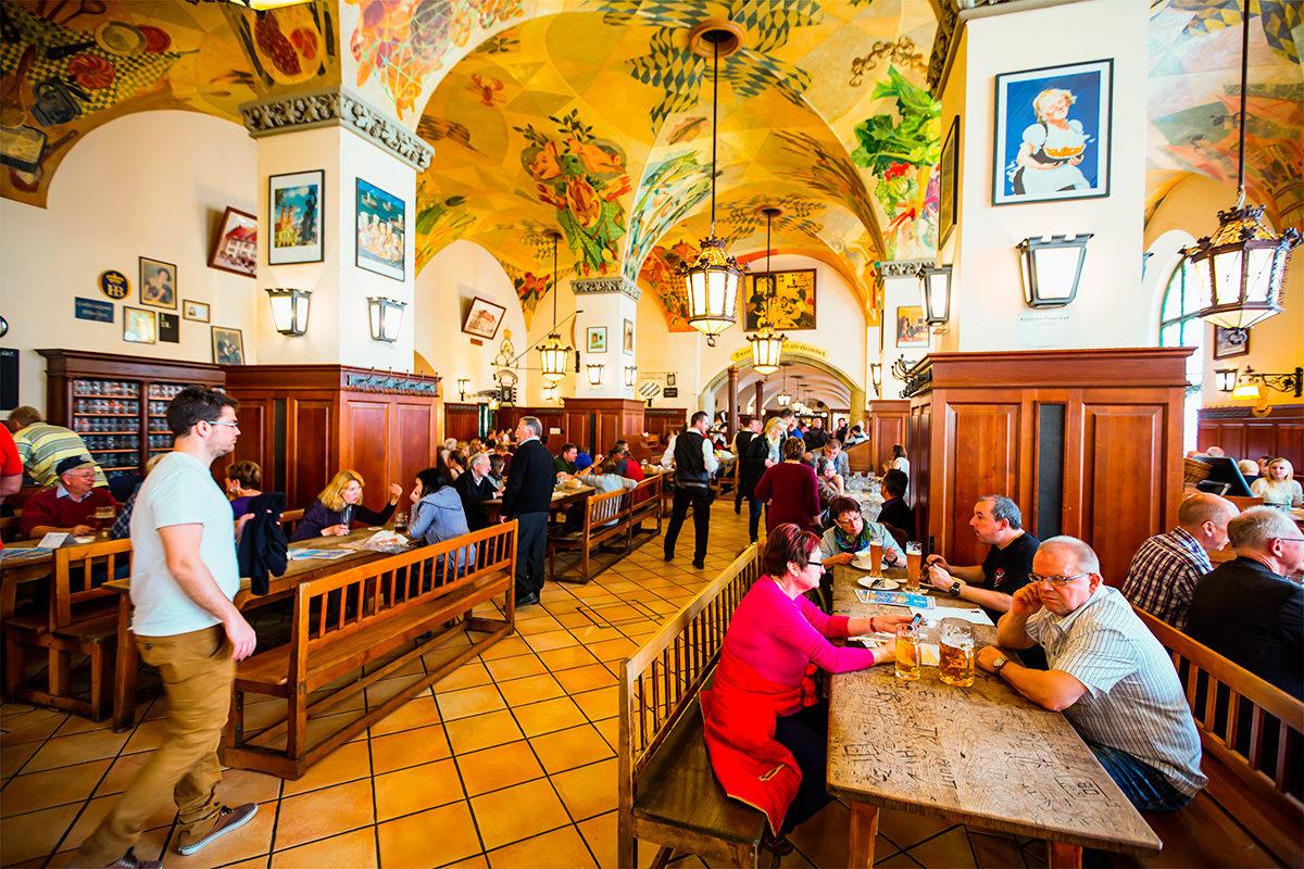 Бар-ресторан Хофбройхаус, интерьер