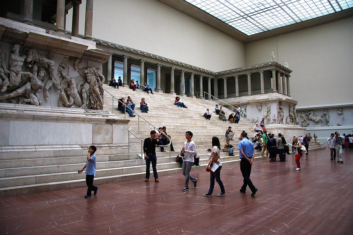 Один из залов Пергамского музея
