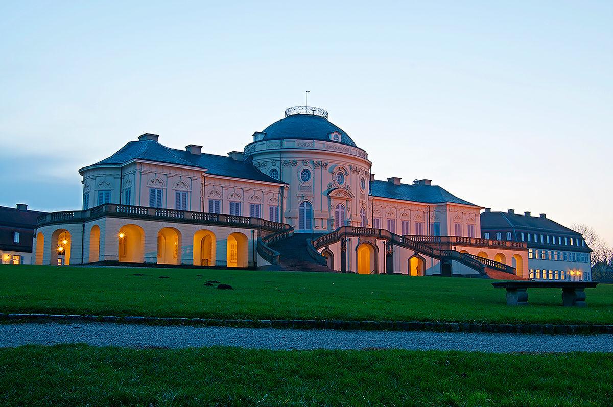 Вид на Дворец Солитюд
