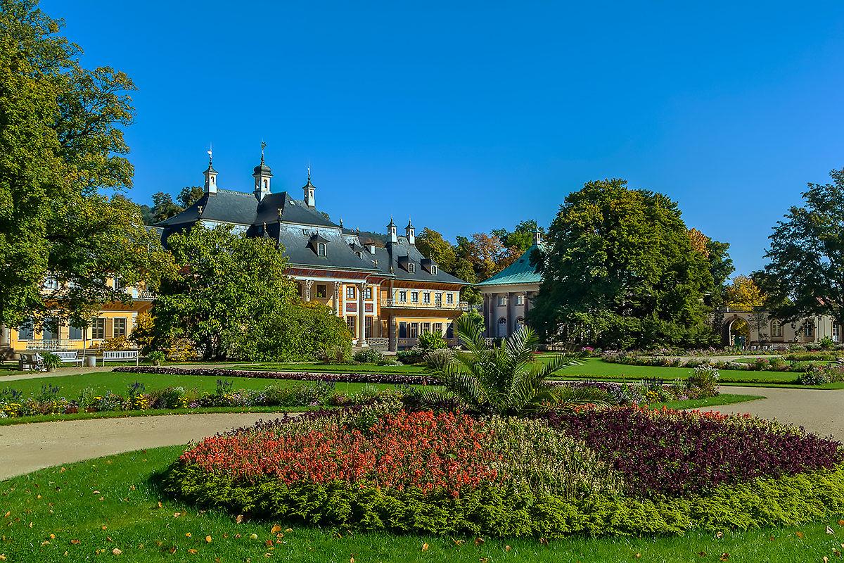 Сад в окрестностях дворцового комплекса Пильниц