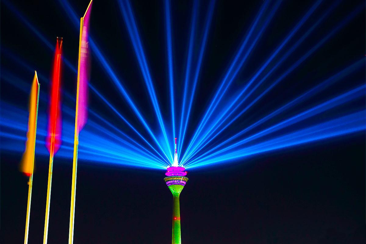 Телевизионная и радиовещательная башня Дюссельдорфа в ночное время