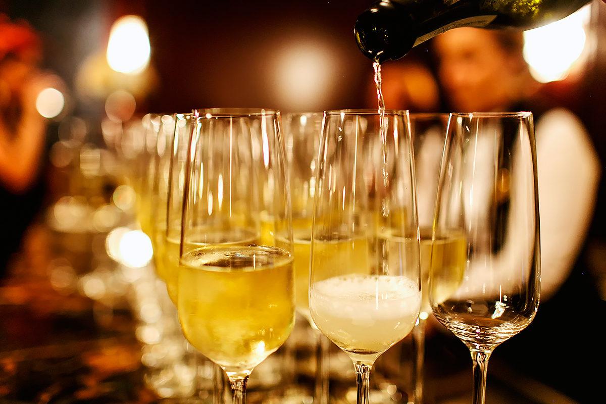 Бокал игристого вина