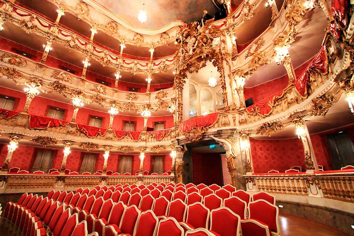 Интерьер Национального оперного театра Мюнхена, Германия