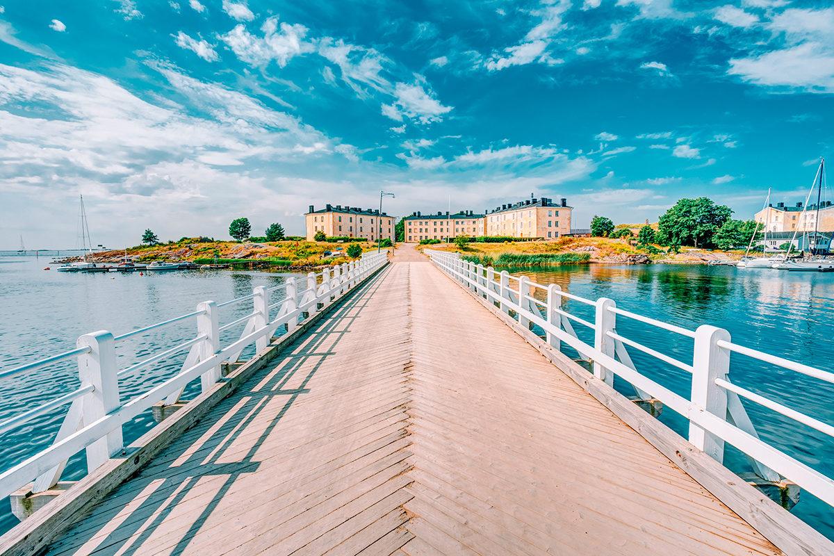 Деревянный мост к зданиям бывших казарм