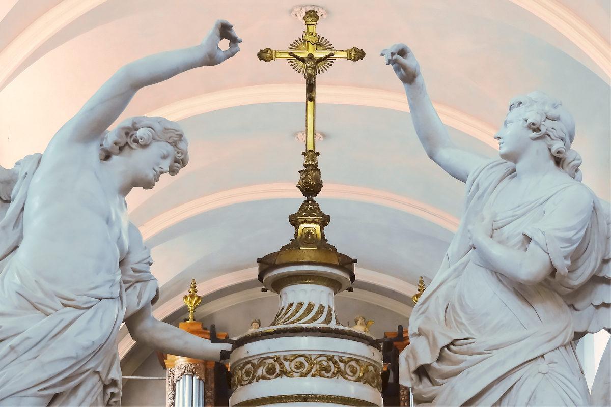 Скульптуры в церкви святого Петра