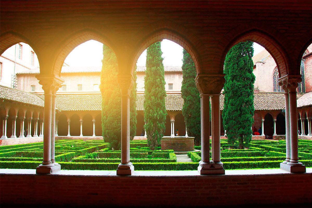 Внутренний дворик, Монастырь якобинцев в Тулузе
