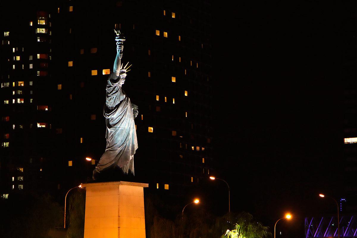 Статуя Свободы, Париж