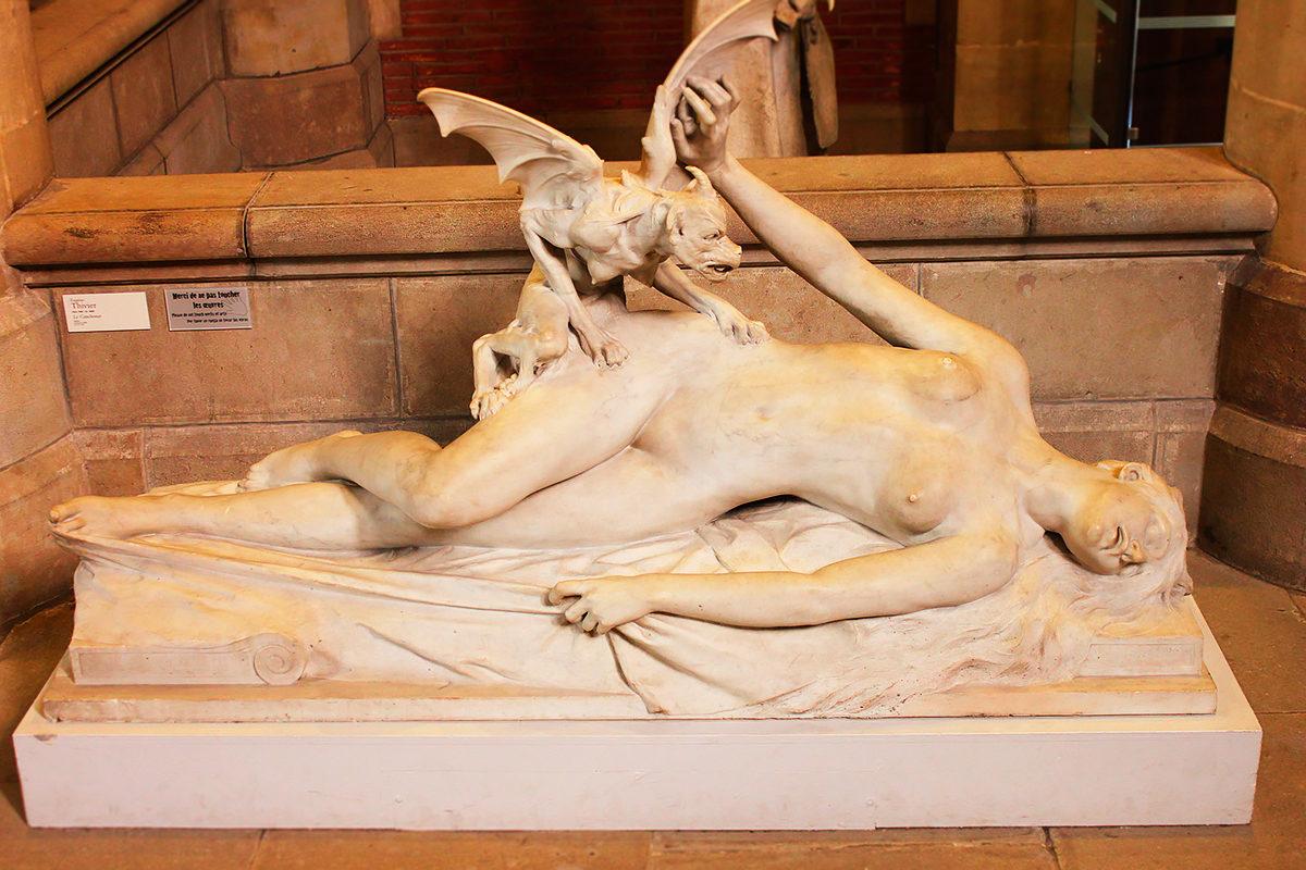 Кошмар-одна из скульптур в Музее августинцев