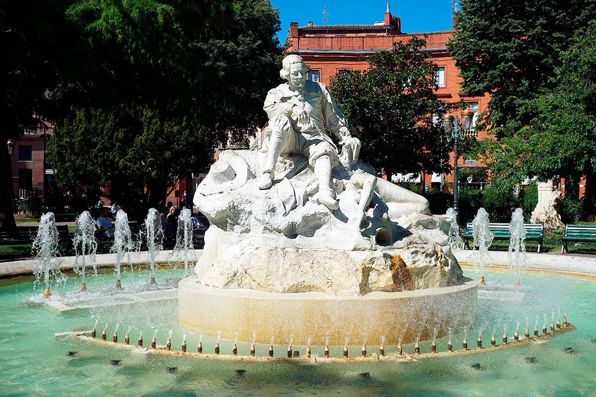 Фонтан и скульптура П.Гудули