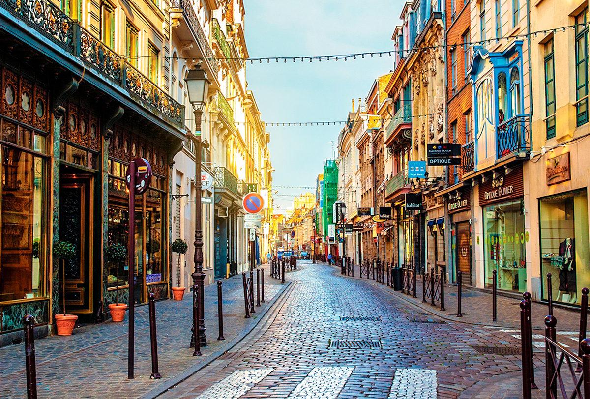По старинной улочке Лилля, Франция