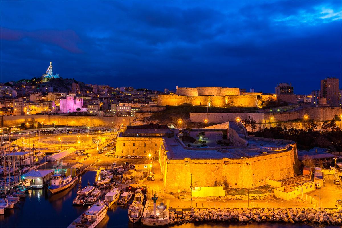 Форт Святого Николая в вечернее время