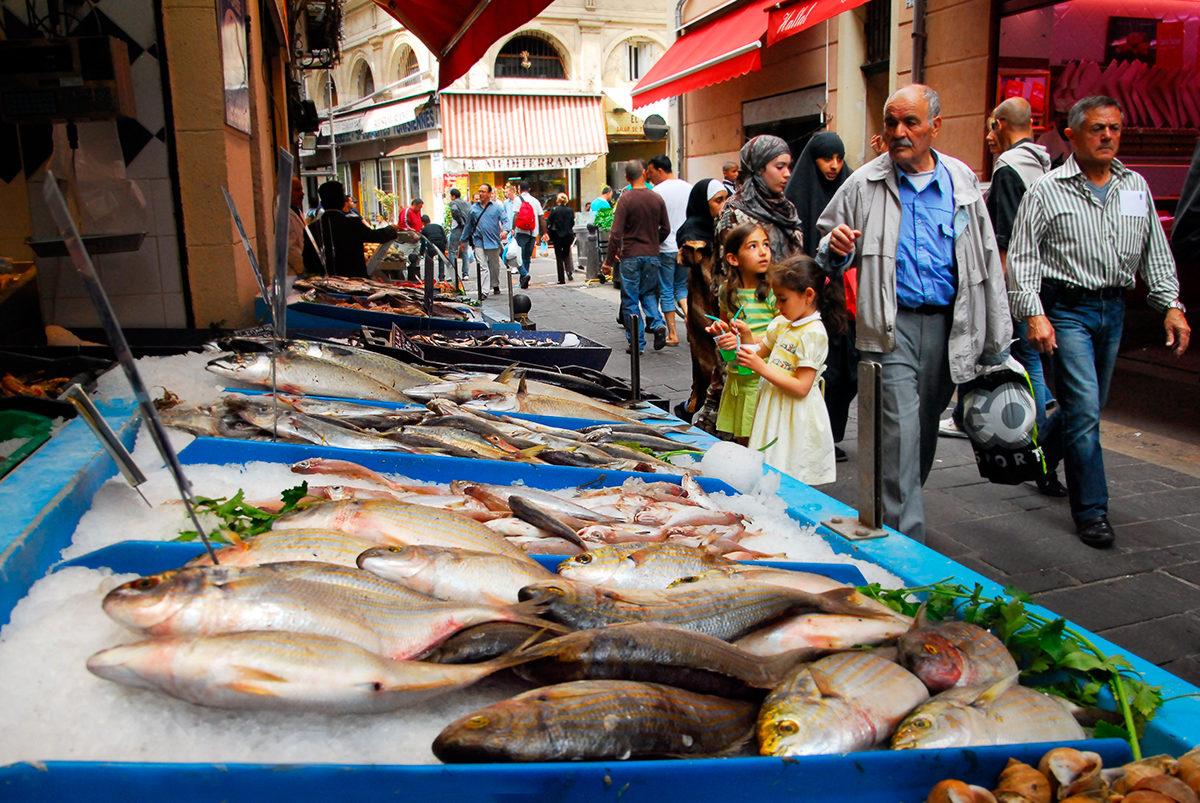 Свежая рыба на рынке Марселя