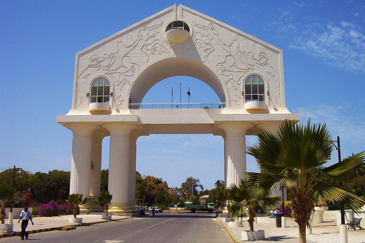 Мемориальная арка, Банжул