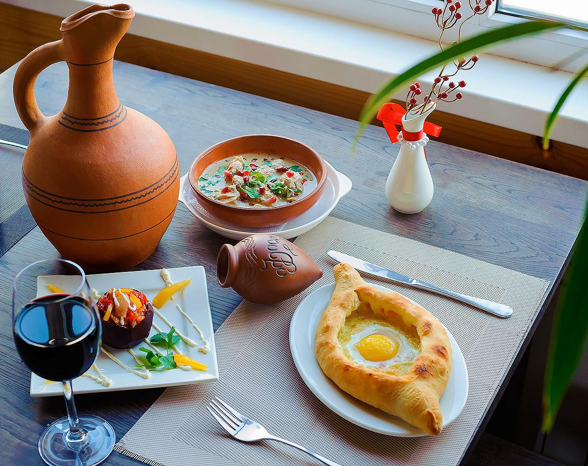 Хачапури, вино, уют