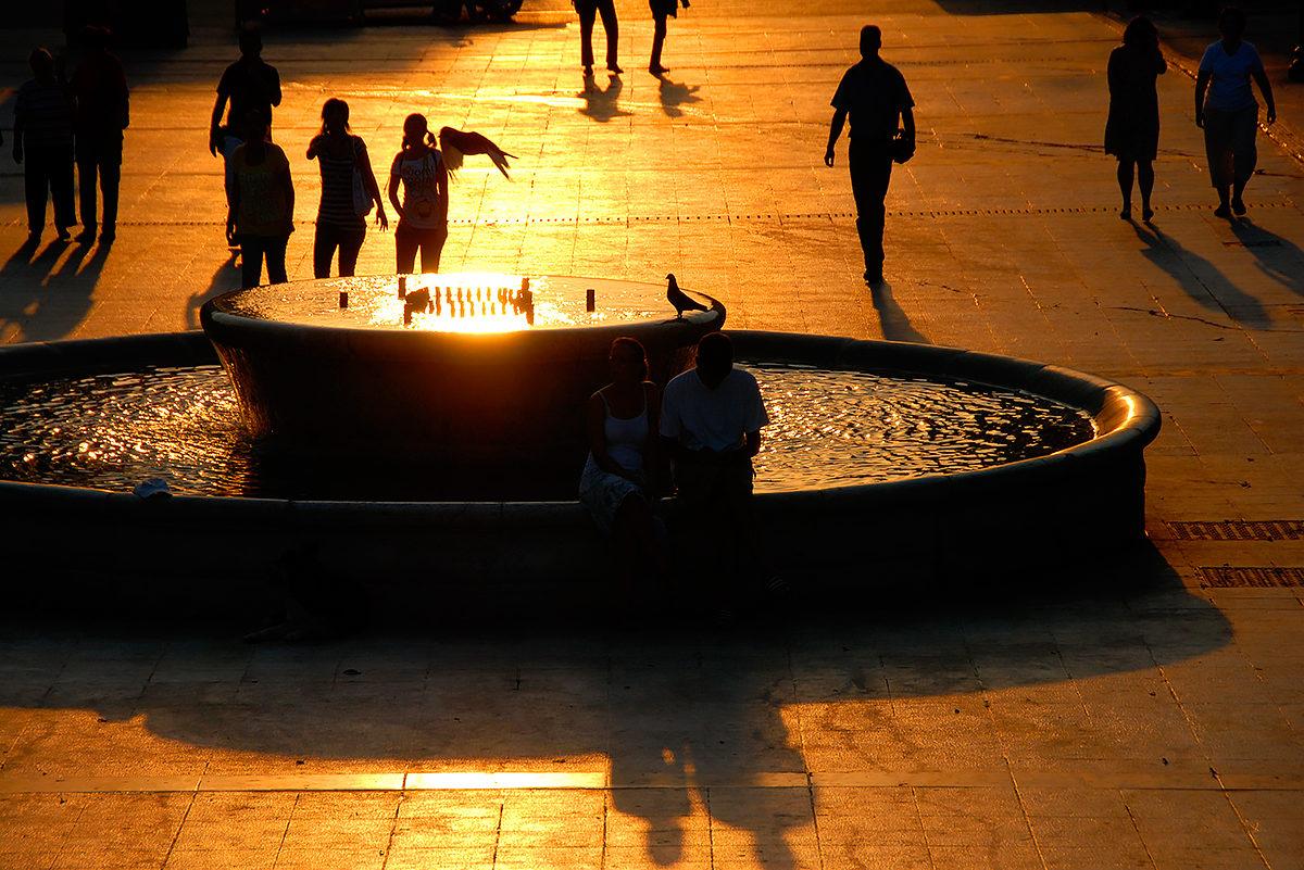 Теплым вечером, Площадь Синтагма