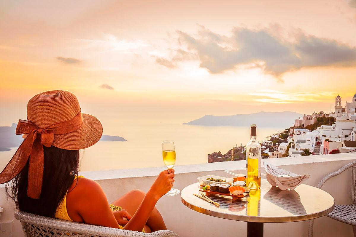 Наполнить бокал вина и вспомнить о Греции