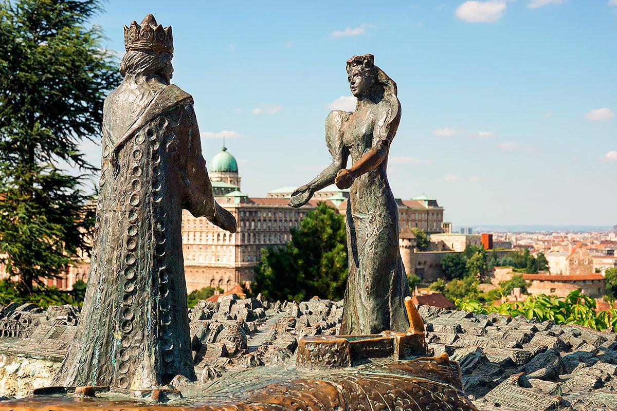 Скульптура королю Буда и королеве Пешт на горе Геллерт